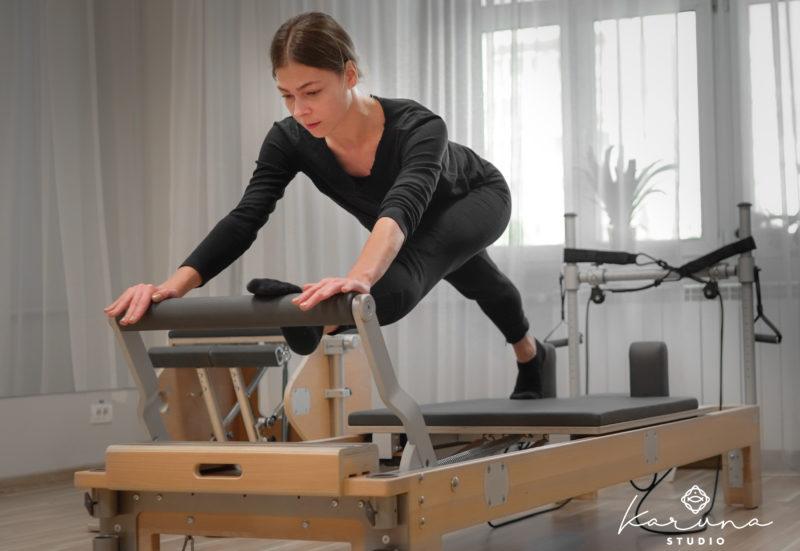 exercitii pentru picioare pe aparat pentru pilates