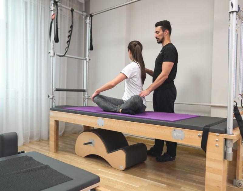 clasa de pilates cu exercitii pentru spate